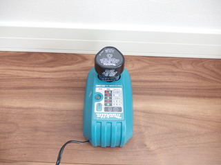 マキタ充電式クリーナー CL102DW 充電器